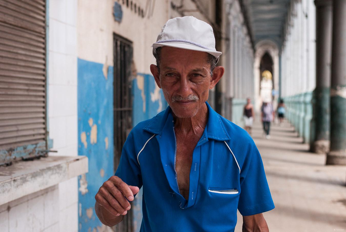 Blue shirt Havana Vieja