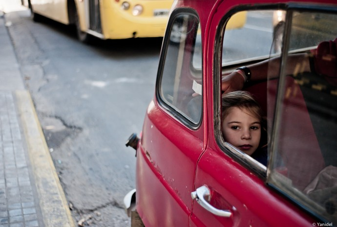 Little girl Renault 4L Yanidel