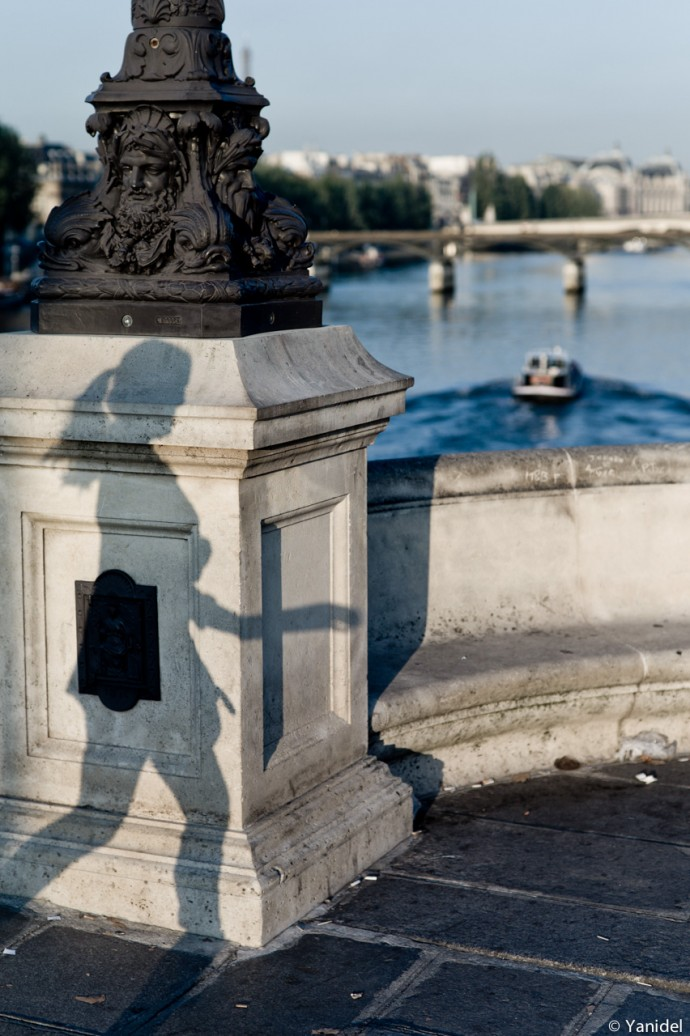 Girls shadows Pont Neuf Yanidel