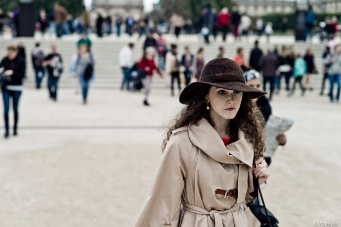 hat girl jardin Tuileries Yanidel