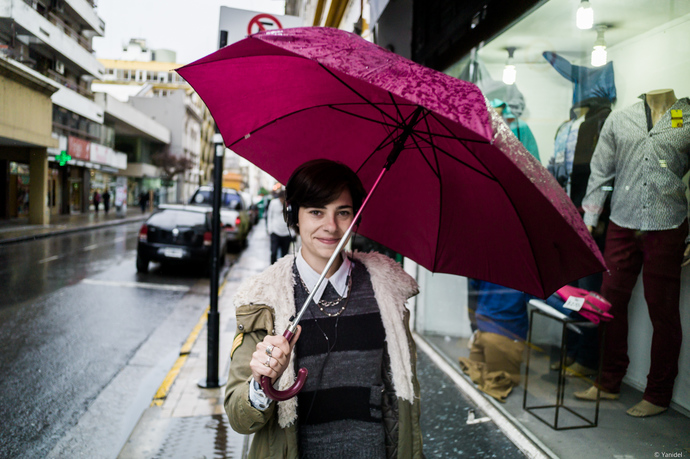 smile-under-the-umbrella-yanidel